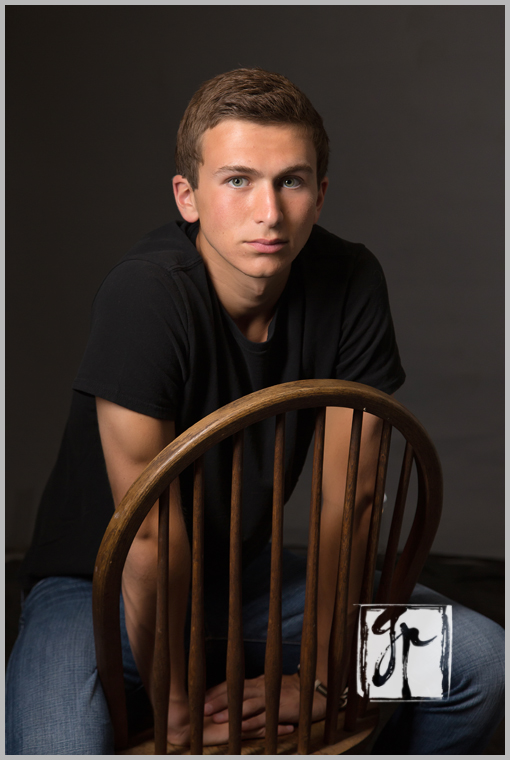 guys get senior pictures too